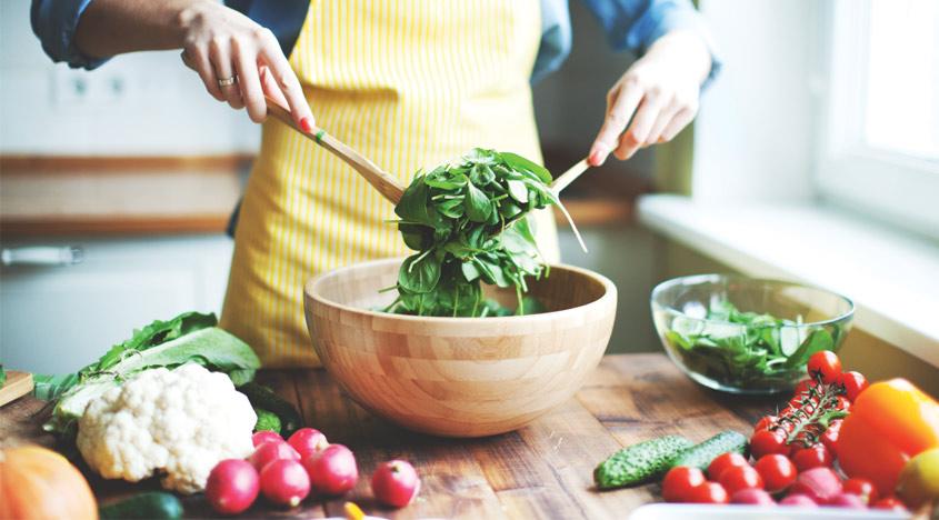 Uma dieta equilibrada com verduras e legumes