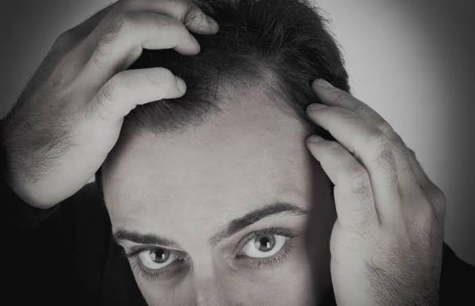 Photo of Como o uso de anabolizantes pode influenciar a queda de cabelo?
