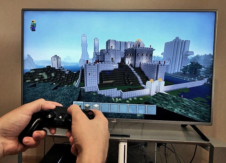 o efeito de jogar Minecraft, com ou sem instrução